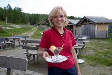 Siegrun Mödritscher von der Hiasl Zirbenhütte am Hochrindl