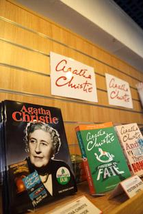 Agatha Christie Bücher in der Tourismus-Info in Torquay, www.anitaaufreisen.at
