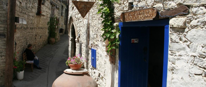 Zypern Dorf Omodos alte Kirche und Weinpresse