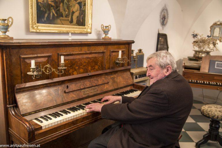 Maestro Giovanni Canciani in La Mozartina in Paularo