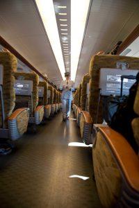 Schaffner im japanischen Zug, Japan Rundreise, www.anitaaufreisen.at