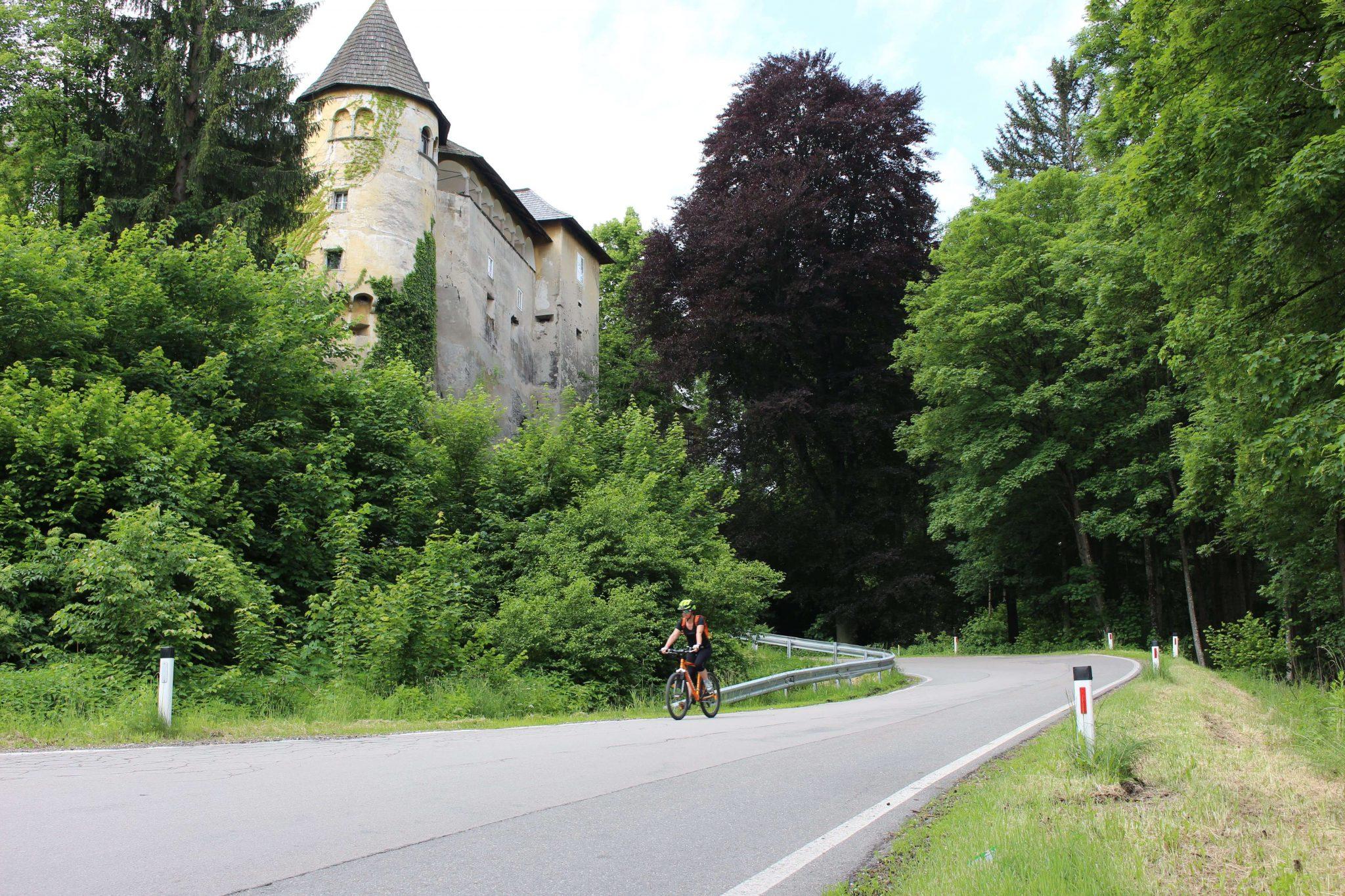 Schloss Hallegg, Radtour Klagenfurt, Radguide Carmen Delsnig, Reiseblog www.anitaaufreisen.at, die besten Tipps für Klagenfurt