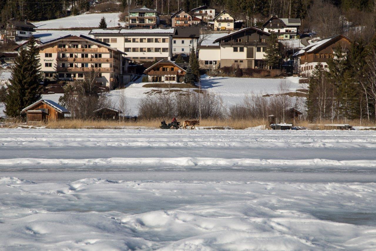 Winterwandern im Naturpark Weissensee in Kärnten, Ronacherfels, Foto Anita Arneitz, Reiseblog www.anitaaufreisen.at
