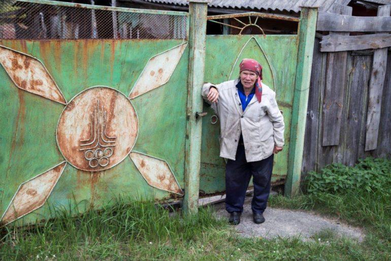 Evdokija zu Hause im Sperrgebiet Tschernobyl, Foto Anita Arneitz, Chernobyl Tour, Ukraine, Reiseblog www.anitaaufreisen.at
