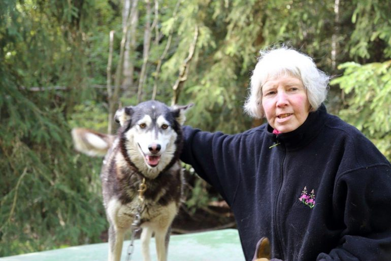 Mary Shields in Fairbanks Alaska mit Husky, Foto Anita Arneitz und Matthias Eichinger