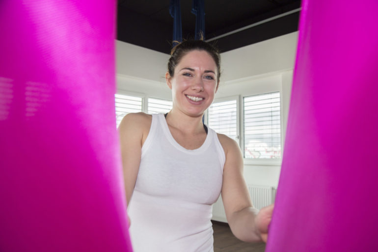 Barbara Foster, Aerial Yoga Trainerin