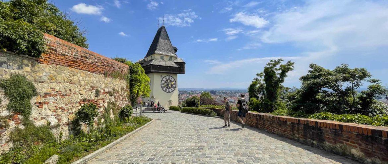 Ein Tag am Schlossberg Graz: Picknick im Grünen, Museum mit Ausblick, Rutsche durch den Berg